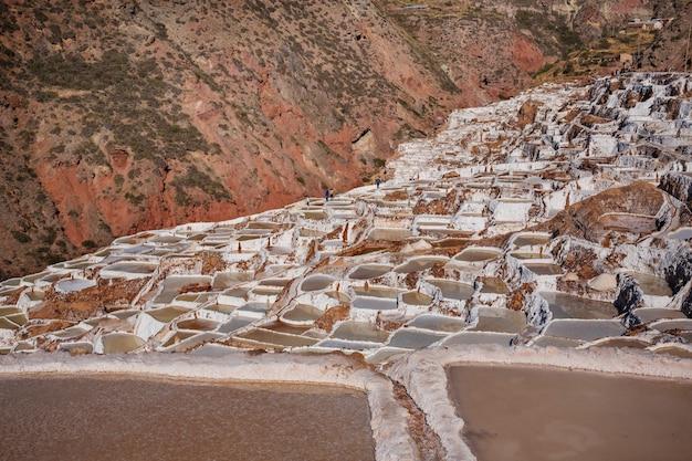 Maras zoutvijvers gelegen aan de urubamba, peru