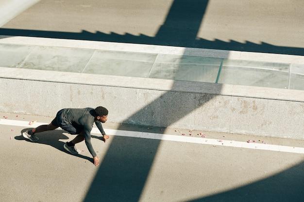 Marathonloper in startpositie