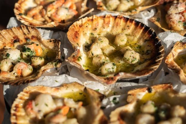 Marco detail van sint-jakobsschelpen gekookt en klaar om te worden gegeten