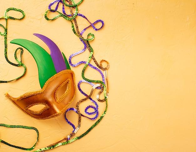 Mardi gras-samenstelling met carnaval-masker