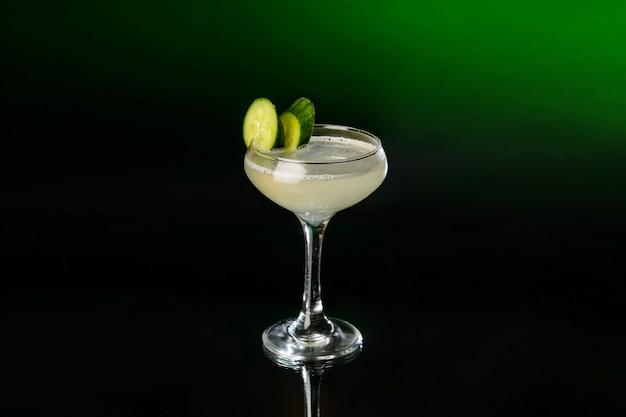 Margarita cocktail met tequila, limoensap en komkommers