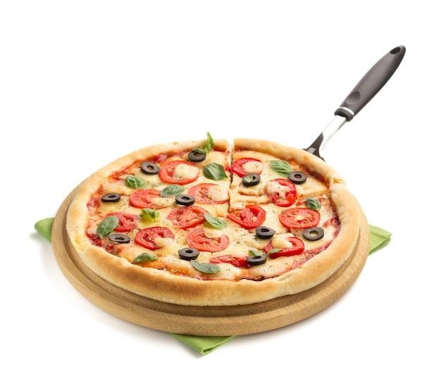 Margarita pizza geïsoleerd op wit