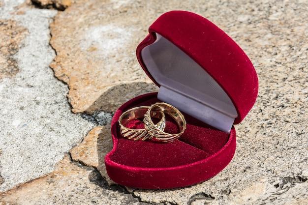 Mariage ringen met diamanten