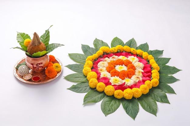 Marigold flower rangoli design voor diwali festival