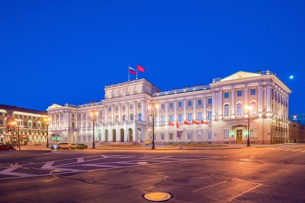 Mariinsky-paleis in de oude stad st. petersburg, rusland
