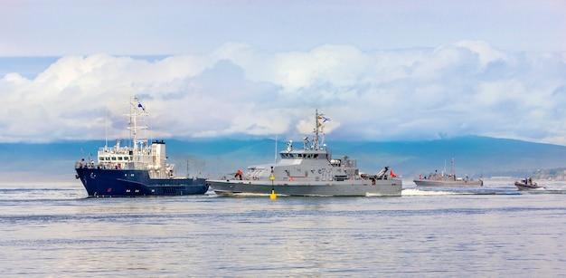 Marine militaire oefeningen in de stille oceaan