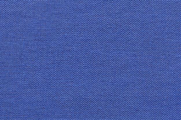 Marineblauwe achtergrond van een textielproduct met rieten patroon, close-up.