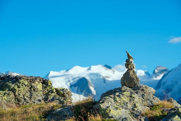 Markering van het juiste pad in de hoge bergen