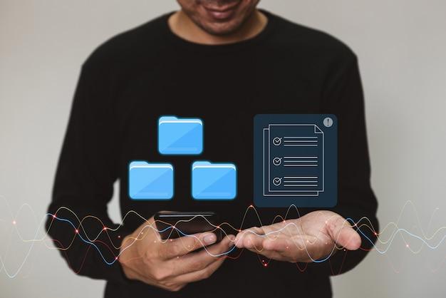 Marketing en zoeken naar gegevens en sociale media over bedrijfsinvesteringsconcept voor internettechnologie