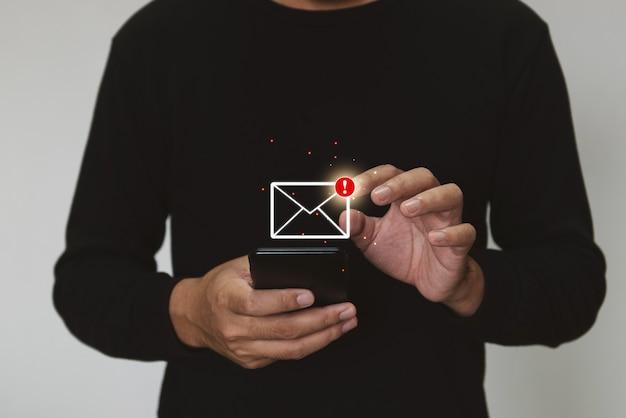 Marketing en zoeken naar gegevens en sociale media over het bedrijfsinvesteringsconcept voor internettechnologie
