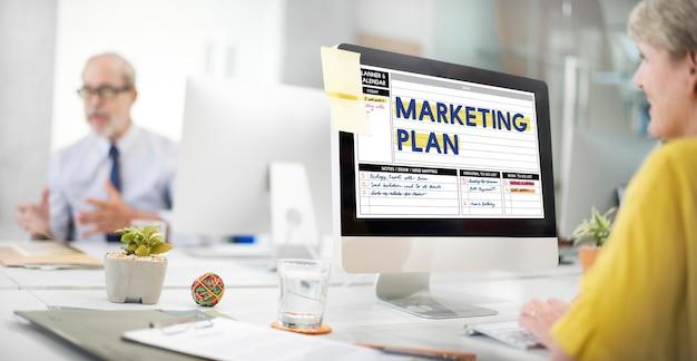 Marketing plan strategie kalender planner concept