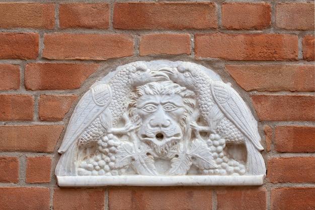 Marmeren bas-reliëf beeldhouwwerk in venice