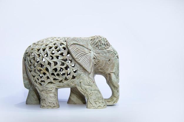 Marmeren olifantenstandbeeld