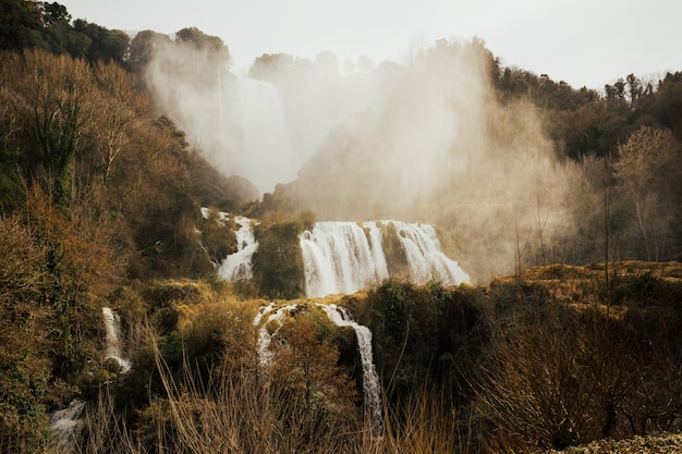 Marmore falls, waterval in italië, provincie terni, umbrië.