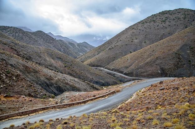 Marokkaanse berg en de bergweg