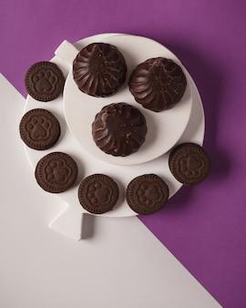 Marshmallows. met chocolade omhulde marshmallows. heerlijke marshmallows voor bij de thee of koffie