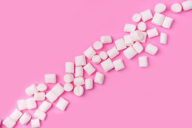 Marshmallows met copyspace. plat leggen of bovenaanzicht.