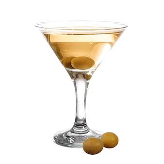 Martini met olijf geïsoleerd op wit