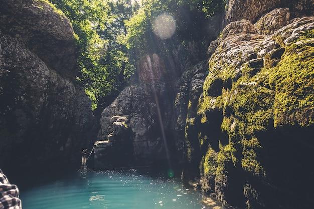 Martvili-kloof in georgië. natuur landschap