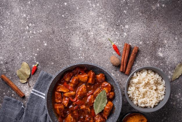 Masala van kippentikka van de kerrie met rijst