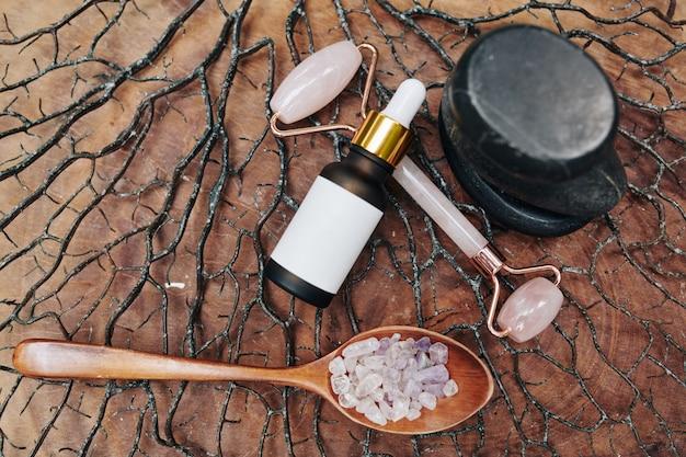 Massage met kwartsrolconcept Premium Foto