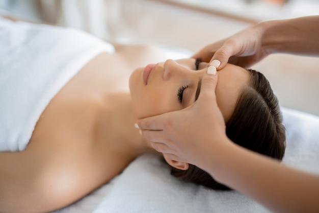 Massage van het gezicht