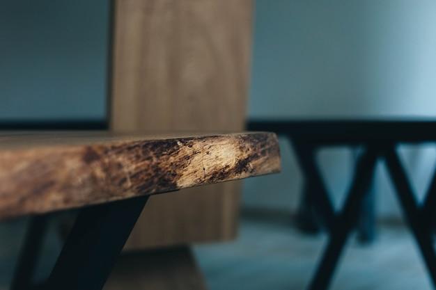 Massief eikenhouten tafel met epoxyhars