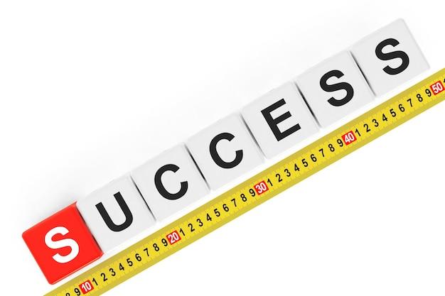 Masure succesconcept. succes kubussen met meetlint op een witte achtergrond