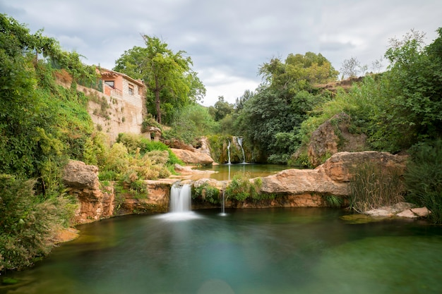 Matarraña rivier op teruel, spanje (fuente de la rabosa)