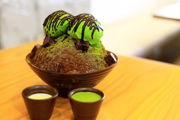 Matcha green tea bingsu met groene thee-ijs
