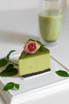 Matcha groene thee cake. heerlijke matcha-cake. fluitje van een cent.