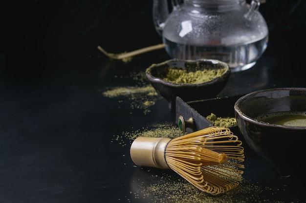 Matcha poeder en drank van groene thee