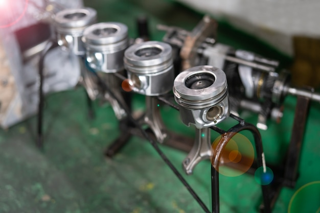 Materiaalmotor, zuiger met zuigerveren.