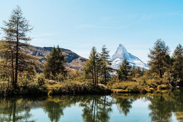 Matterhorn met grindjisee lake in zermatt