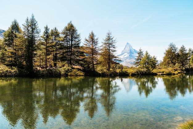 Matterhorn met grindjisee-meer in zermatt