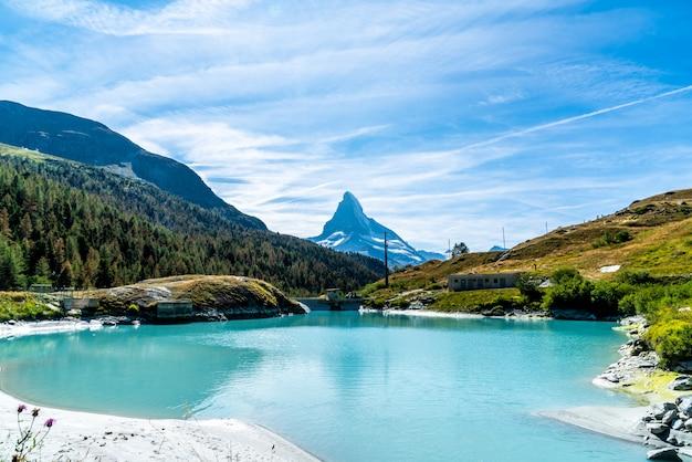 Matterhorn met mosjesee lake in zermatt