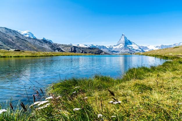 Matterhorn met stellisee lake in zermatt
