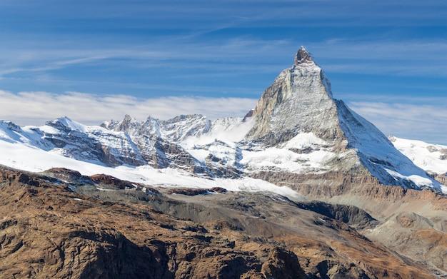 Matterhornpiek in zermatt, zwitserland in de herfstseizoen