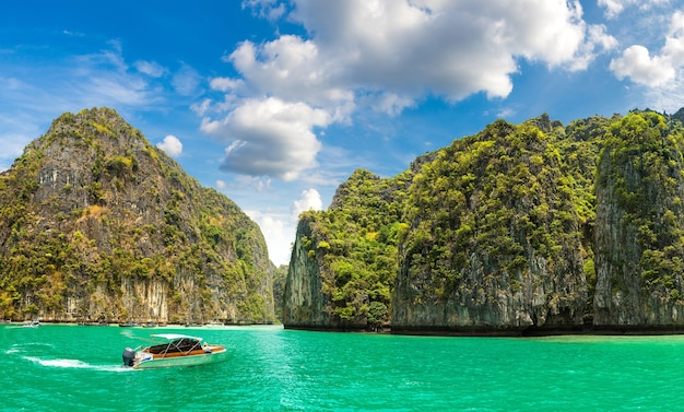 Maya-baai op het eiland koh phi phi leh, thailand