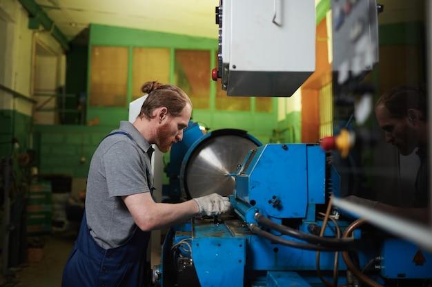 Mechanic repareren van de draaibank