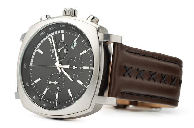 Mechanisch horloge geïsoleerd op een witte achtergrond, close-up