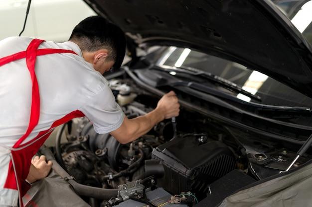Mechanisch werkend auto-onderhoud