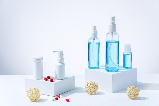 Medicijnen en verschillende ontsmettingsmiddelen om jezelf te beschermen tegen het coronavirus