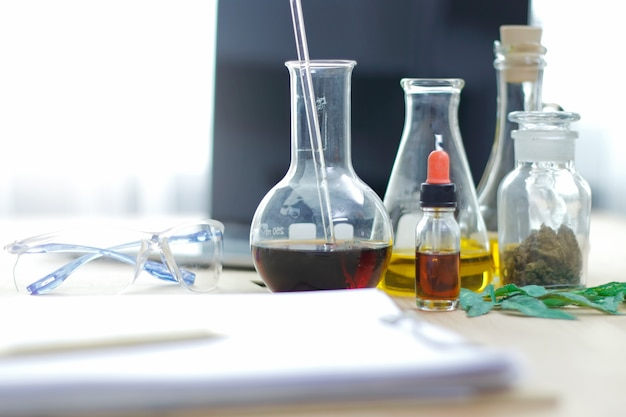 Medicinale cannabis. analyse van cannabis in laboratorium.