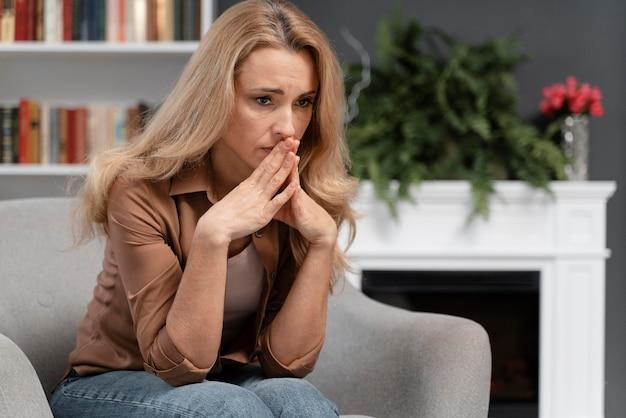 Medio doodgeschoten bezorgde patiënt in therapeut kantoor