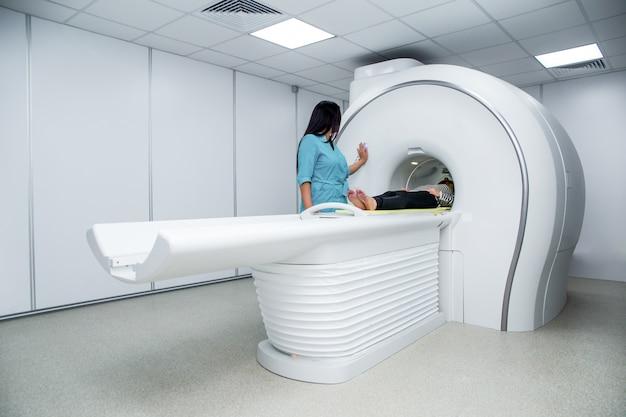 Medisch apparaat voor tomografie met magnetische resonantie