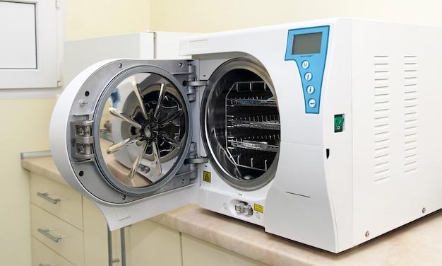 Medisch laboratorium autoclaaf in een medisch laboratorium sterilisatie van medische benodigdheden