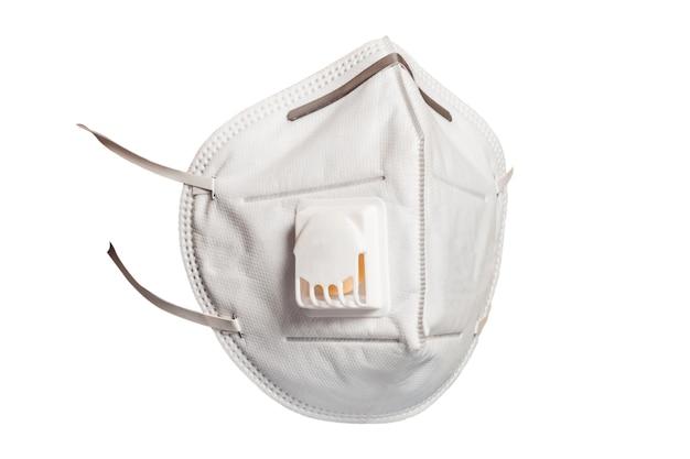 Medisch masker met een klep die beschermt tegen virussen in een coronavirus-pandemie geïsoleerd op een witte achtergrond