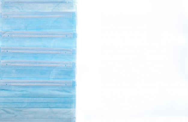 Medisch masker van blauwe kleur ter bescherming tegen griep of virus, epidemie en andere ziekten.