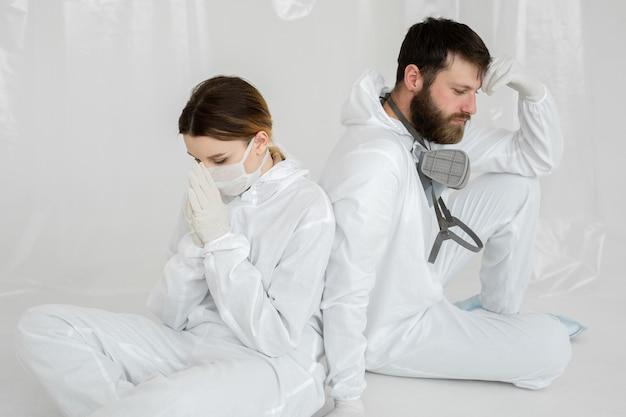Medisch personeel met burn-out op de intensive care tijdens coronaviruspandemie